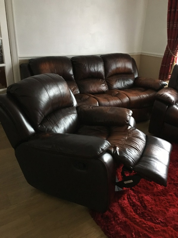 BROWN REAL LEATHER RECLINING 3 PIECE SUITE Household 2