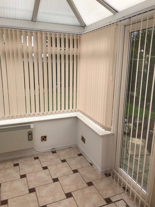 Blinds Derby is a family-run company that has given customers the best possible level of service for 10+ years. Our mission is to deliver the greatest selection of premium blinds options to our customers. Other 3