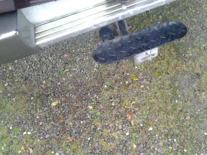 a step that fits onto any tow hitch  Vehicles 2